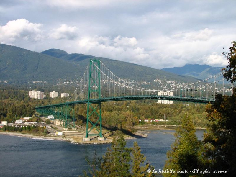Le Lion's Gate Bridge depuis un autre point de vue