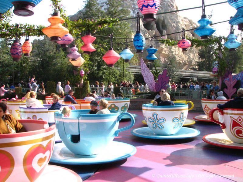 Merveilleux Tasse Alice Aux Pays Des Merveilles Disney #12: Les Tasses Du0027Alice Au Pays Des Merveilles, Un Classique De Disneyland
